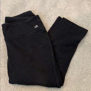 Gap fit black capri leggings